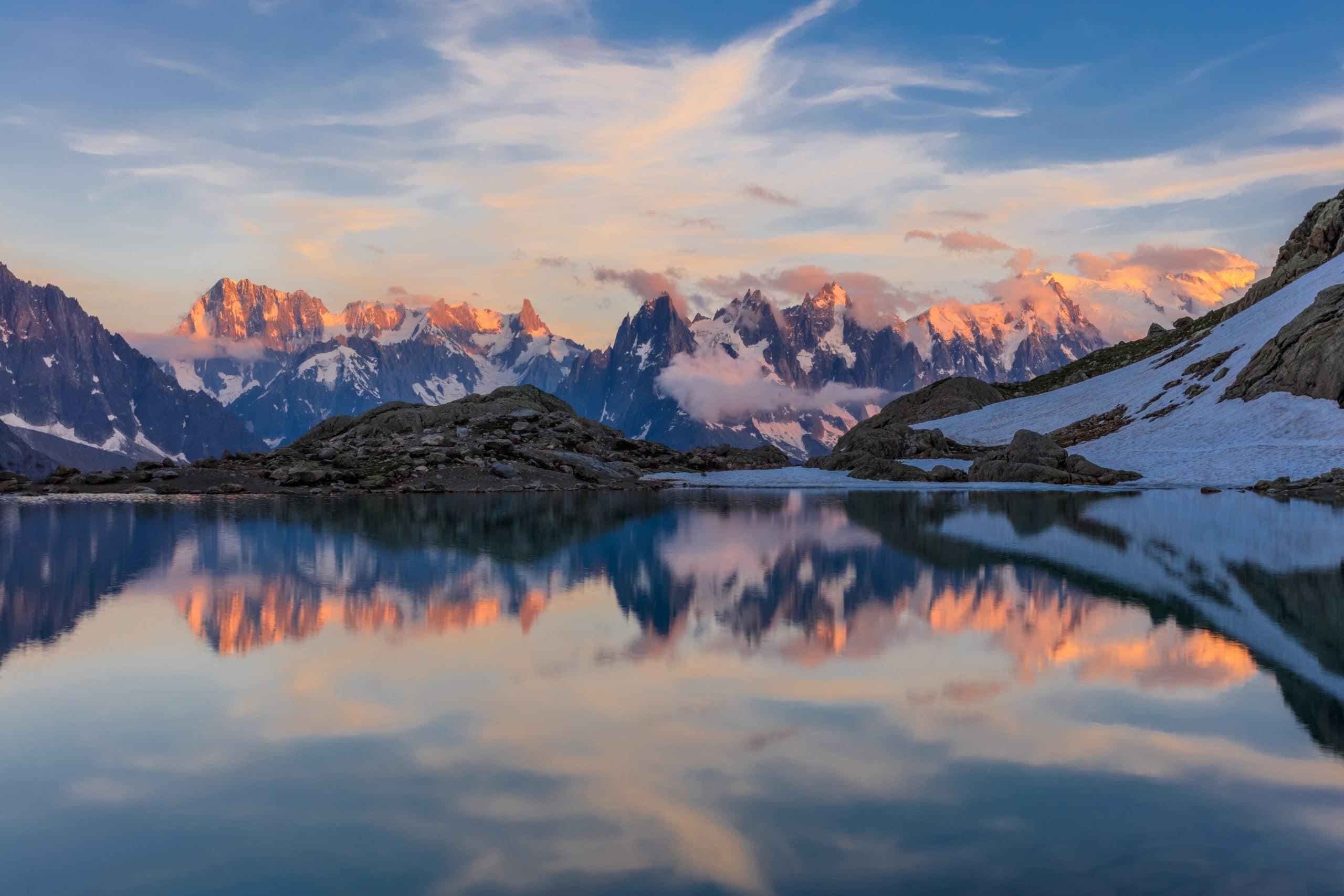 Réflexion du Massif du Mont-Blanc dans les eaux du Lac Blanc